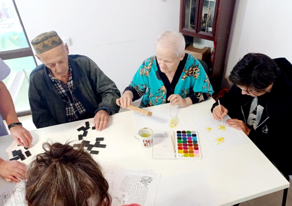 пожилые играют
