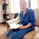 бабушка с книгой
