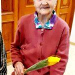 бабушка с тюльпаном