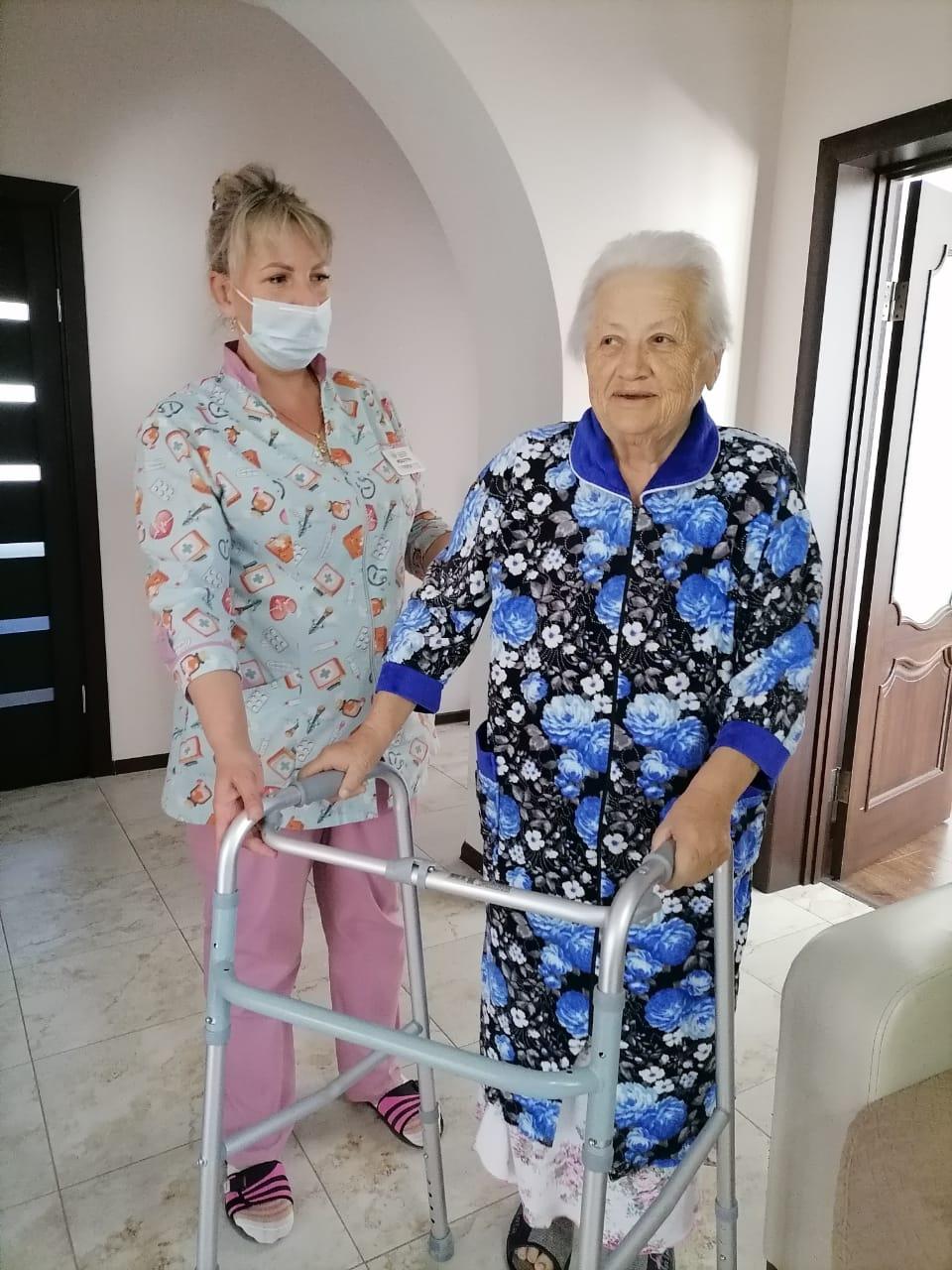 старенькая женщина