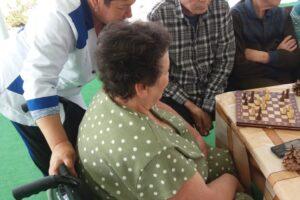 старые люди в пансионате
